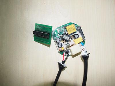全桥逆变控制器将直流电压逆变为高频方波电压.